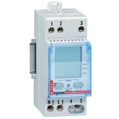 Compteur d'énergie modulaire LEGRAND. Permet d'indiquer le nombre de kWh consommés par une partie d'installation électrique (chauffage, chauffe-eau?). Compatible avec tout type de compteurs EDF 230 V tarif bleu. Consommation totale et partielle en kWh par