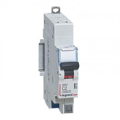 Disjoncteur automatique 2 A LEGRAND - Pour protéger : L'installation - Référence : 210092891 - Intensité nominale (A) : 2 - Dimensions du produit (cm) : l. 1,78 x P. 7,63 x H. 8,3 - Plus facile à câbler, plus fiable, se raccorde d'un simple geste avec les