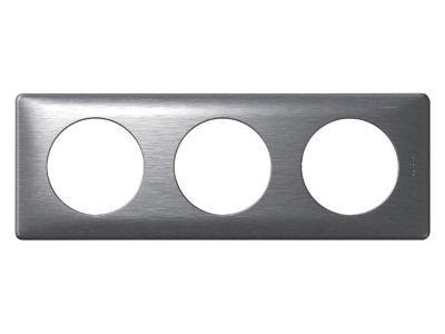 Plaque Céliane triple anodisée aluminiumLes Anodisés proposent une approche design très novatrice. Fabriqués à partir de feuilles de métal, ils allient une matière et des teintes inhabituelles dans le monde de l'interrupteur. La profondeur de la matière e