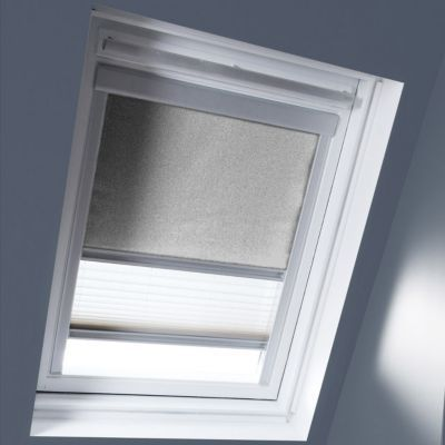 Store Duo Gris clair MK04. Matière : Tissu 100% polyester, revers thermique. Profils et cadre en aluminium anodisé. Store intérieur 2 en 1, occultant et plissé tamisant. Blocage à niveau. Dimensions : l.78 x h.98 cm. Coloris : Gris clair et blanc. Compati