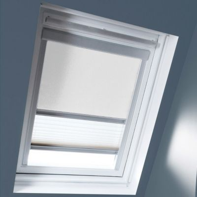 Store Duo Blanc M06. Matière : Tissu 100% polyester, revers thermique. Profils et cadre en aluminium anodisé. Store intérieur 2 en 1, occultant et plissé tamisant. Blocage à niveau. Dimensions : l.78 x h.118 cm. Coloris : Blanc et blanc. Compatible avec l