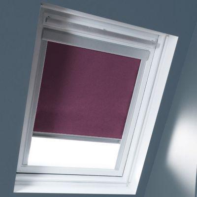 Store occultant Figue SK06. Matière : Tissu 100% polyester, revers thermique. Profils et cadre en aluminium anodisé. 100% occultant. Blocage à niveau. Dimensions : l.114 x h.118 cm. Coloris : Figue. Compatible avec la nouvelle génération de fenêtres Velux