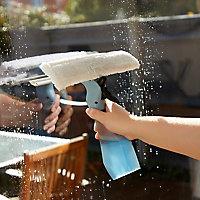 Raclette lave-vitres avec pulvérisateur