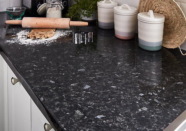 Plan De Travail En Stratifie Aspect Granit Noir Goodhome Kabsa 300 Cm X 62 Cm X Ep 3 8 Cm Castorama