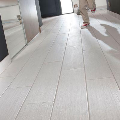 Carrelage sol et mur blanc 15 x 50 cm organik wood vendu au carton castorama for Carrelage blanc brillant sol
