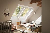 Fenêtre de toit à rotation VELUX Tout Confort Whitefinish - bois peint en blanc L. 78 x H. 98 cm (GGL 2057 MK04)