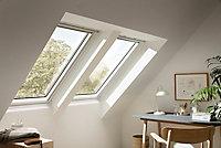 Fenêtre de toit à rotation VELUX Confort Whitefinish - bois peint en blanc L. 114 x H. 118 cm (GGL 2076 SK06)