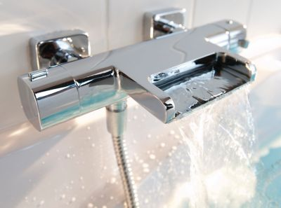 kit fixation baignoire Douche et baignoire : où positionner le robinet