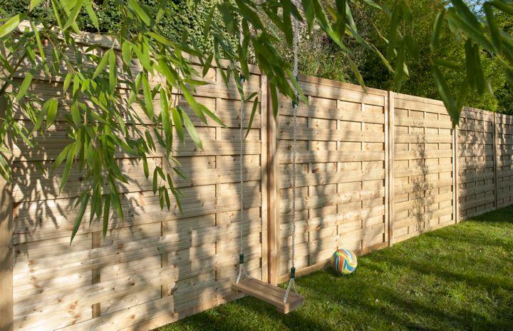 Comment installer des panneaux de jardin prémontés | Castorama