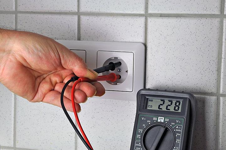 Comment poser des prises électriques encastrées
