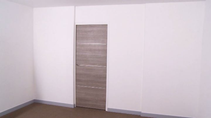 comment poser une porte int rieure coulissante castorama. Black Bedroom Furniture Sets. Home Design Ideas