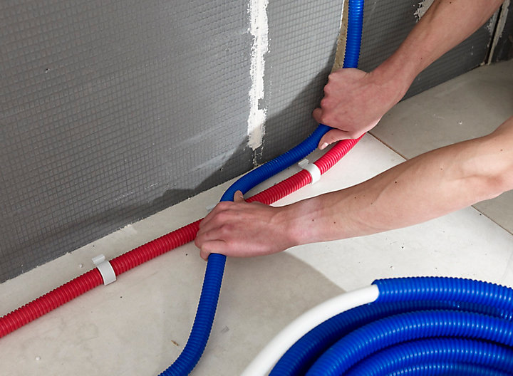 Réaliser la plomberie dans une salle de bains | Castorama