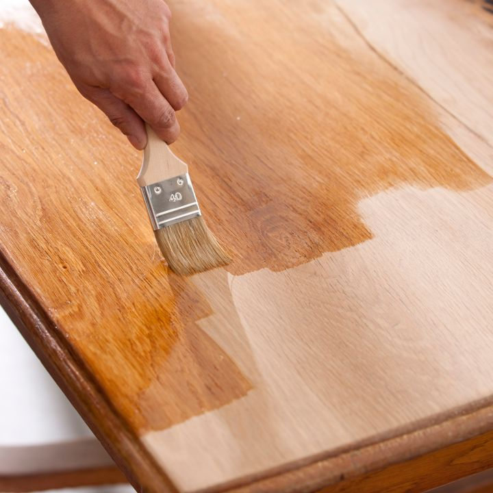 comment nettoyer et prot ger un meuble en bois castorama. Black Bedroom Furniture Sets. Home Design Ideas