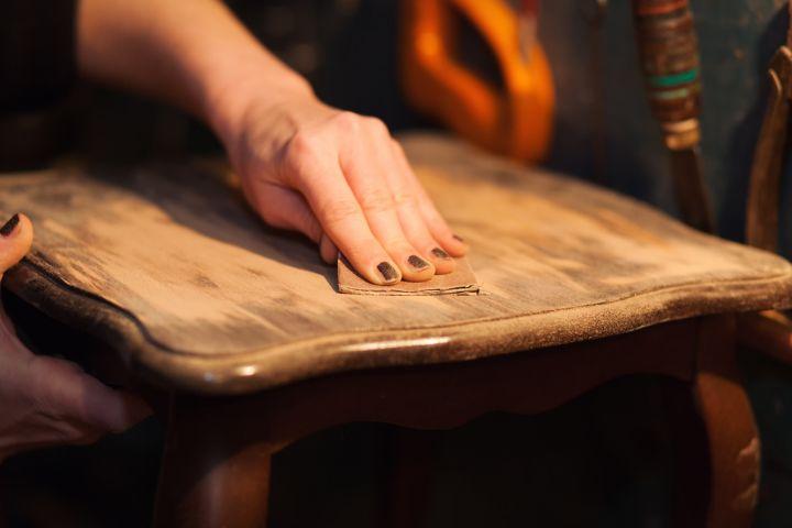 Comment r nover un meuble en bois castorama - Meuble a renover ...