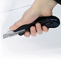 Cutter à chargement automatique Smartool 18 mm