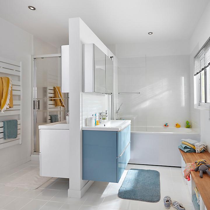 une salle de bains compacte de 4 7m castorama. Black Bedroom Furniture Sets. Home Design Ideas