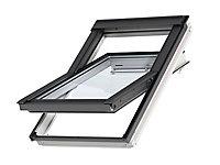 Fenêtre de toit à rotation VELUX Tout Confort Whitefinish - bois peint en blanc L. 114 x H. 118 cm (GGL 2057 SK06)
