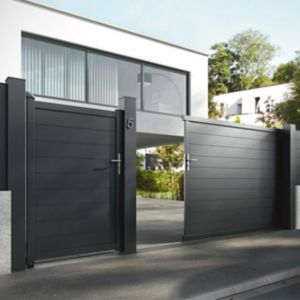 Portail en aluminium coulissant motoris alpes noir 350 cm castorama for Portail en aluminium motorise